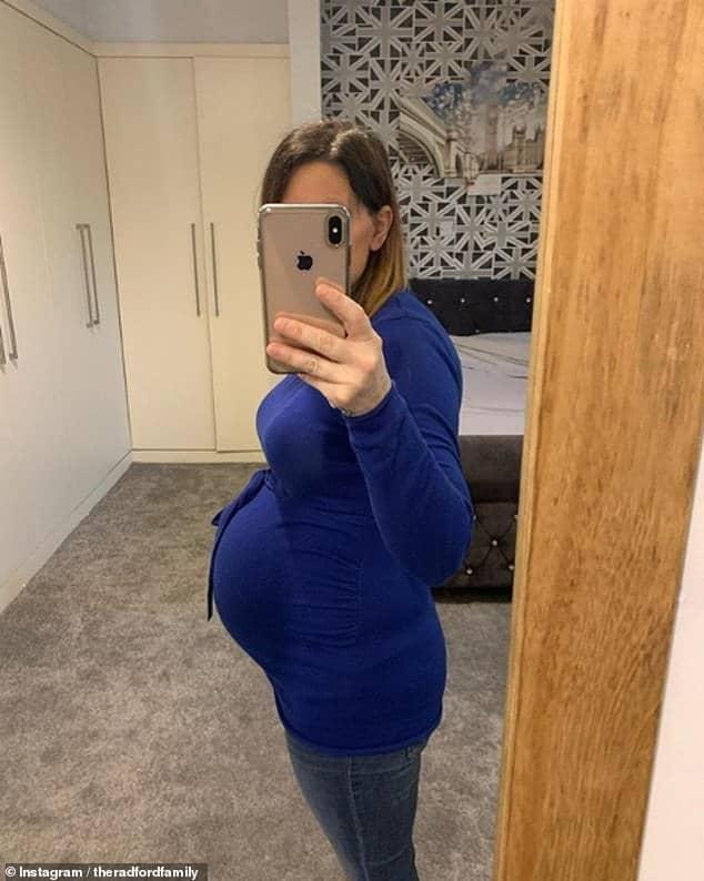 Mãe mostrou barriga de grávida e falou da nova gestação