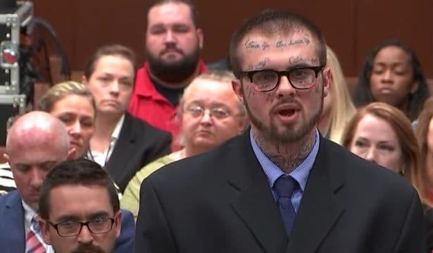 Pai durante o julgamento da morte de recém-nascida