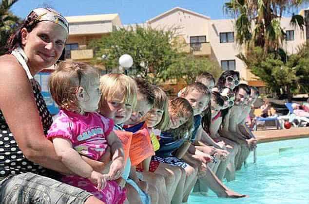 Sue se divertindo com os filhos