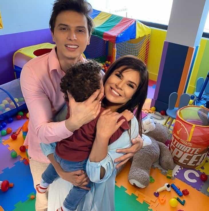 Mara Maravilha com o marido e o pequeno Benjamin