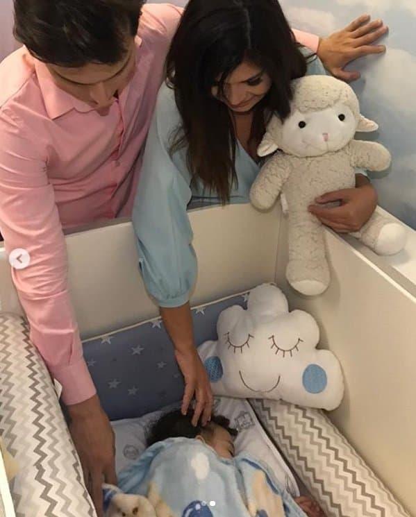 Mara Maravilha com seu bebê Benjamin