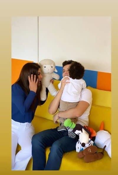 Mara Maravilha no quarto de brinquedos do filho