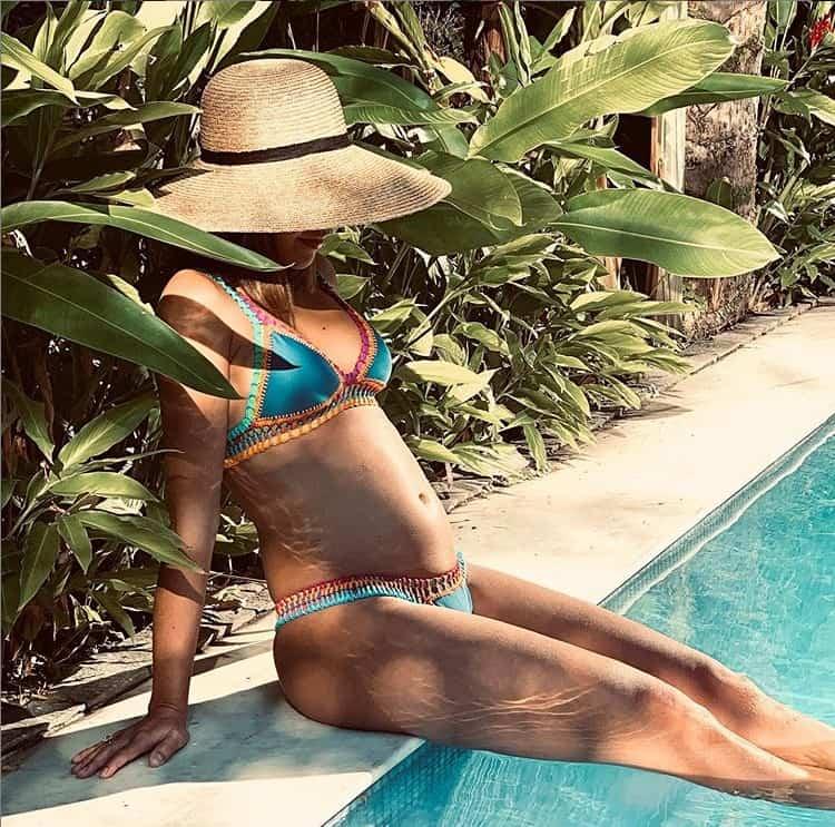 Mariana Rios mostrando sua barriga de grávida