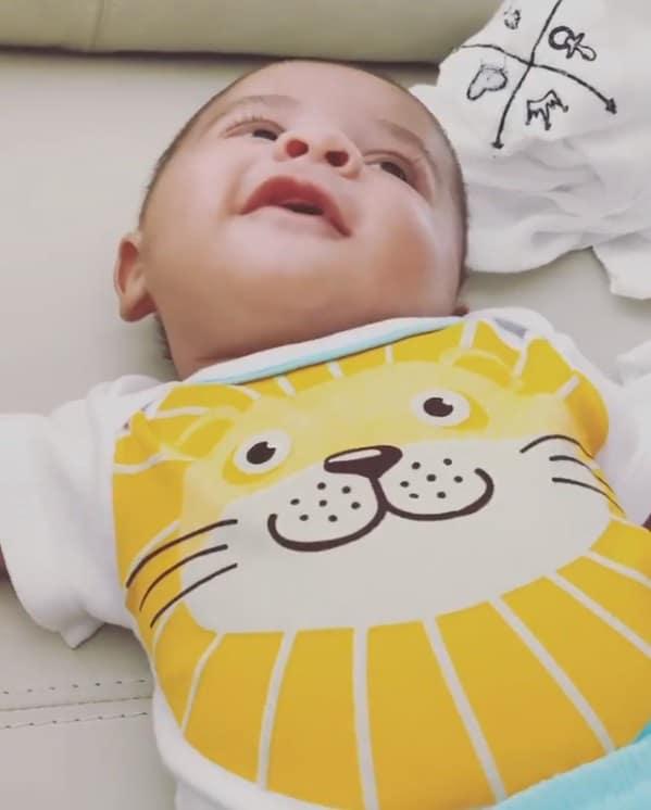 Bebê de Marília Mendonça sorrindo ao ouvir sua avó falar