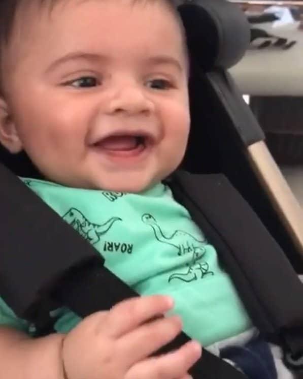 Marília Mendonça mostrou o pequeno Léo dando risada