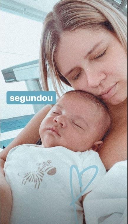 Marília Mendonça e o filho Léo