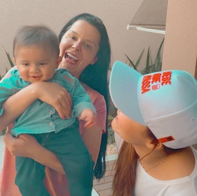 Maiara e Maraisa com o bebê Léo