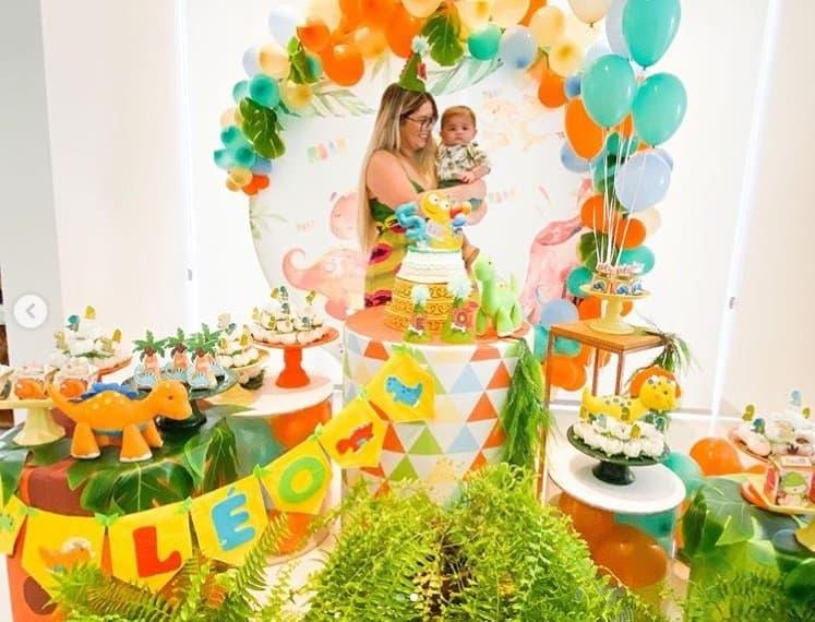 Marília Mendonça e Léo na festa do bebê