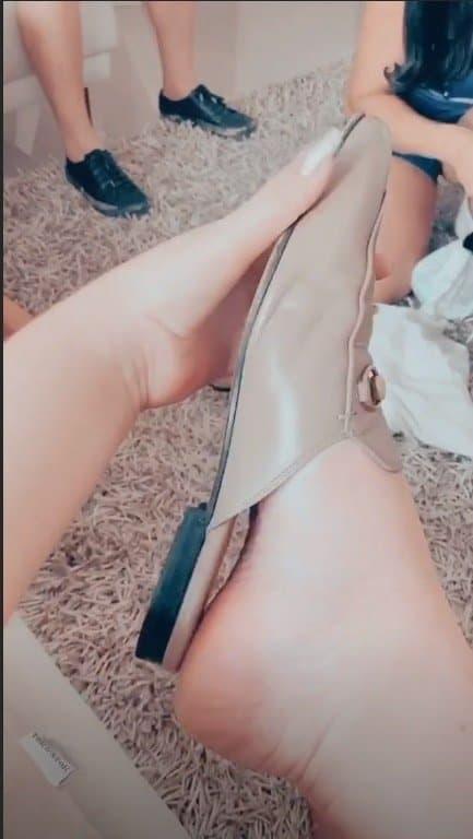 Marília Mendonça mostrou um dos pés inchado no fim da gravidez