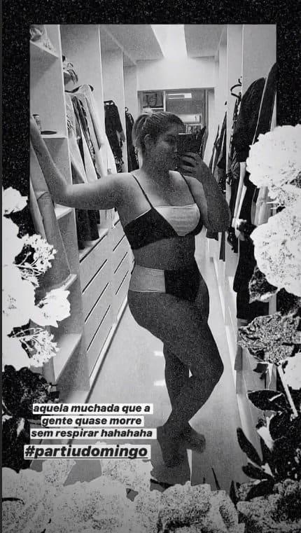Marília Mendonça e sua barriga pós-parto