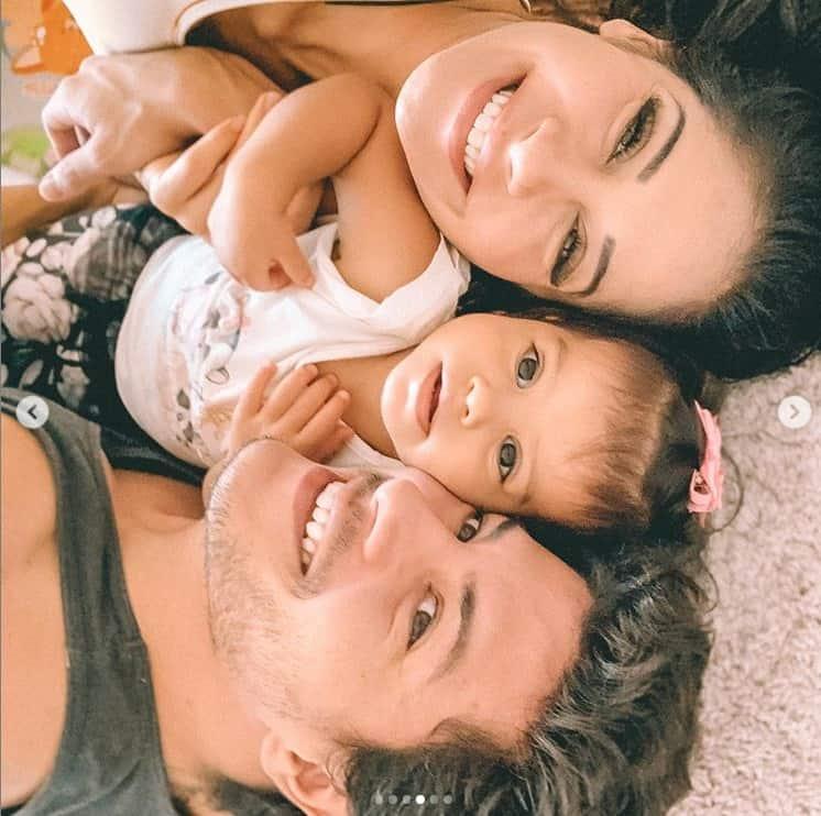 Mayra Cardi junto com Arthur Aguiar e a filha após separação polêmica