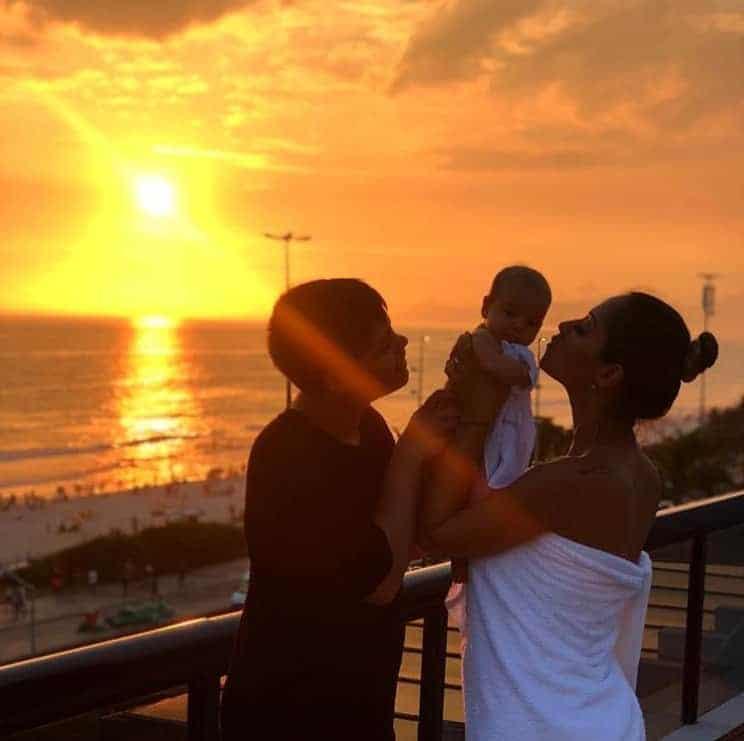 Essa é uma postagem da coach Mayra Cardi com seus filhos Lucas e Sophia