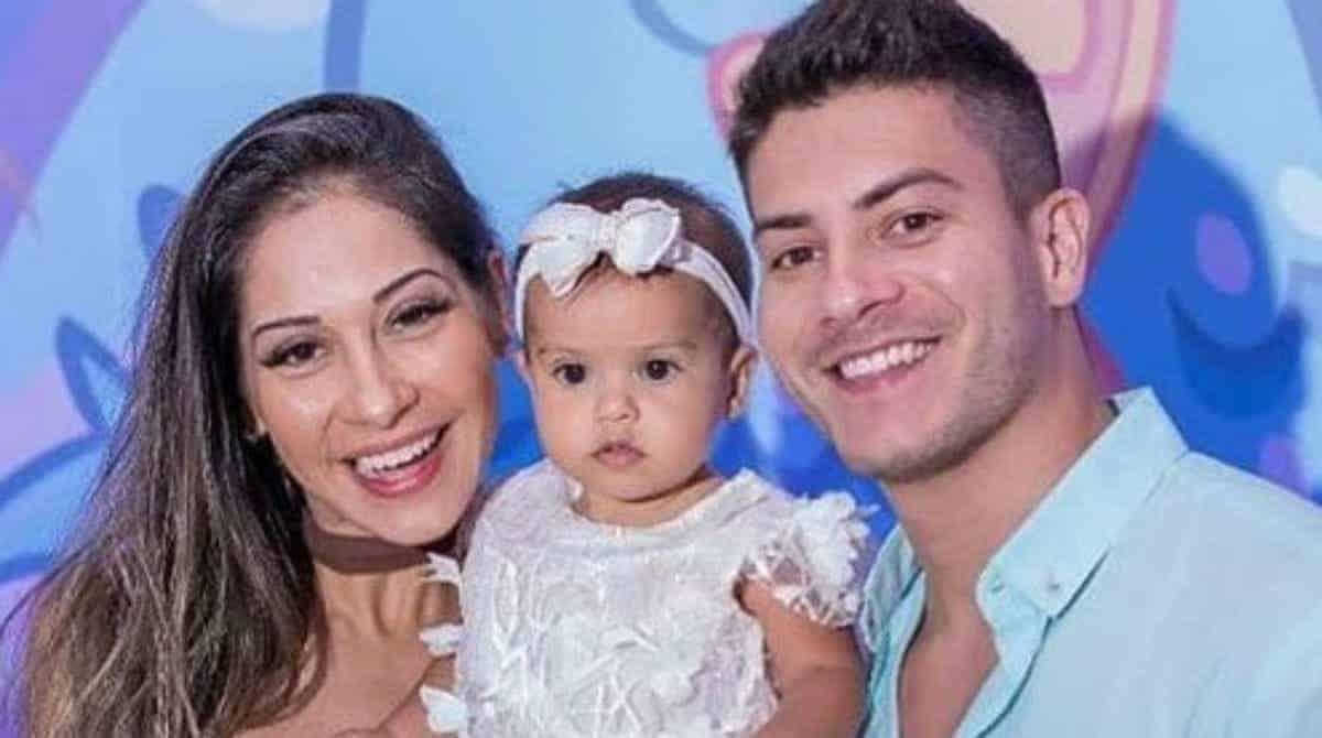 Mayra Cardi e Arthur Aguiar fizeram festa saudável para a filha de um ano