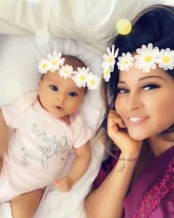 Mayra Cardi com sua bebê