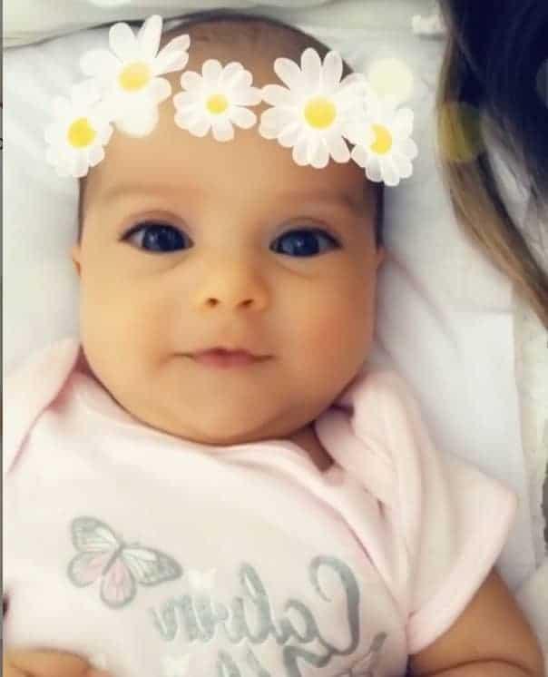 A coach Mayra Cardi decidiu compartilhar um fofo vídeo de sua filha