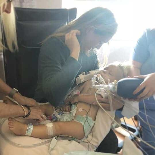 Medalhista olímpica Morgan da adeus para sua bebê Emeline