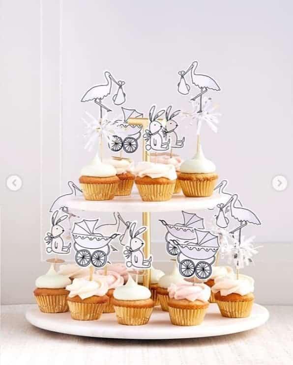 Os cupcakes foram delicadamente decorados no chá de bebê de Meghan Markle