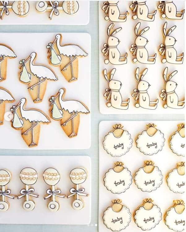 Biscoitos em formatos variados no chá de bebê de Meghan Markle