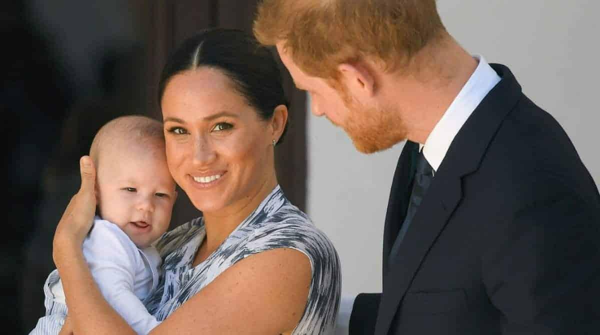 Meghan Markle e príncipe Harry falaram da saída da família real