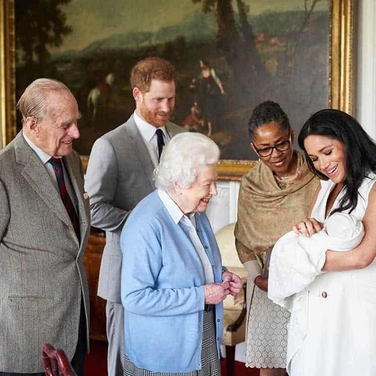 Família real junto com Meghan Markle e sua mãe