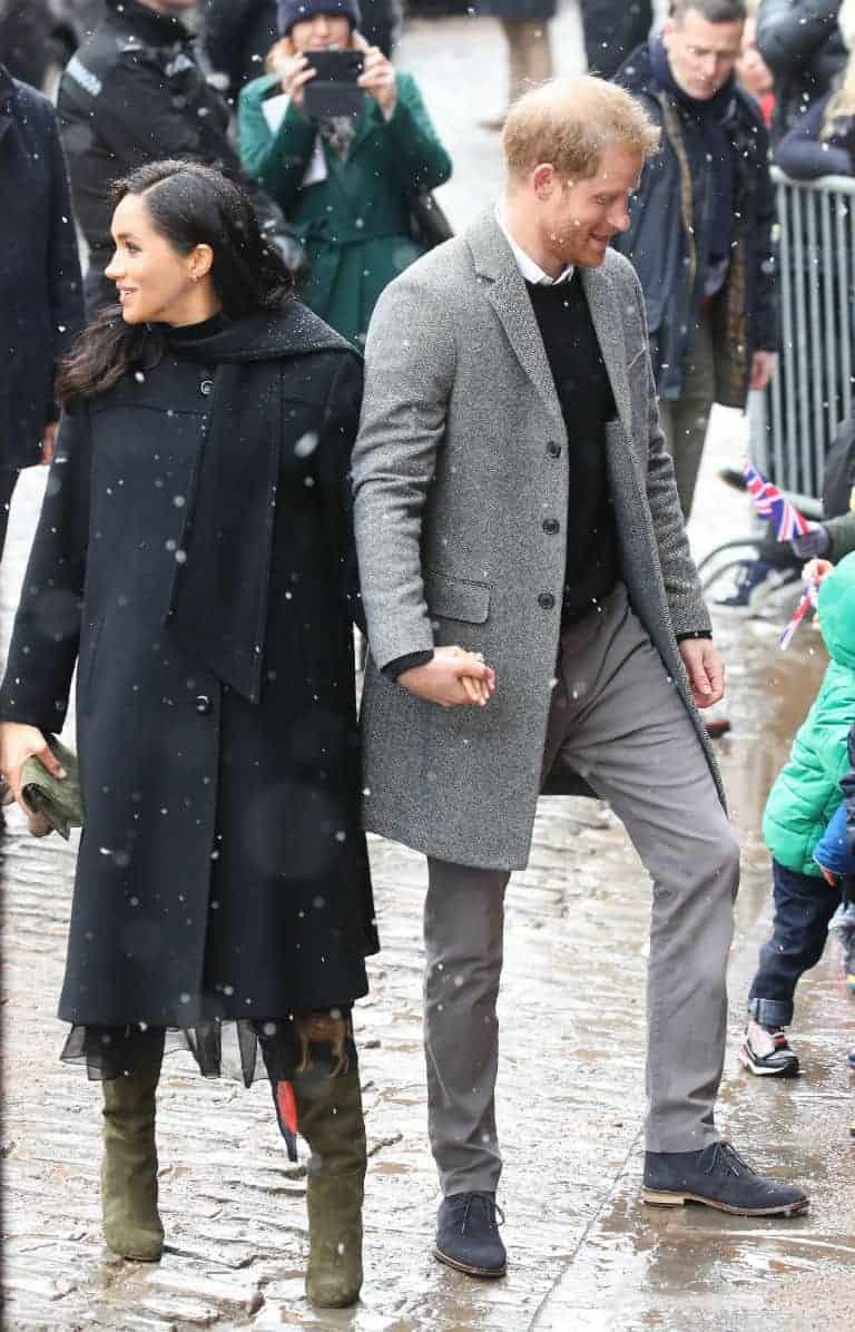 O príncipe Harry e a duquesa Meghan Markle na neve