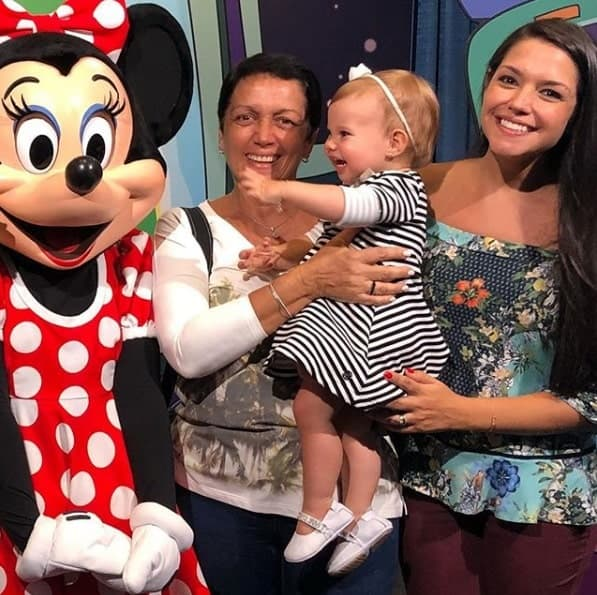 Filha de Thaís Fersoza e Michel Teló na Disney