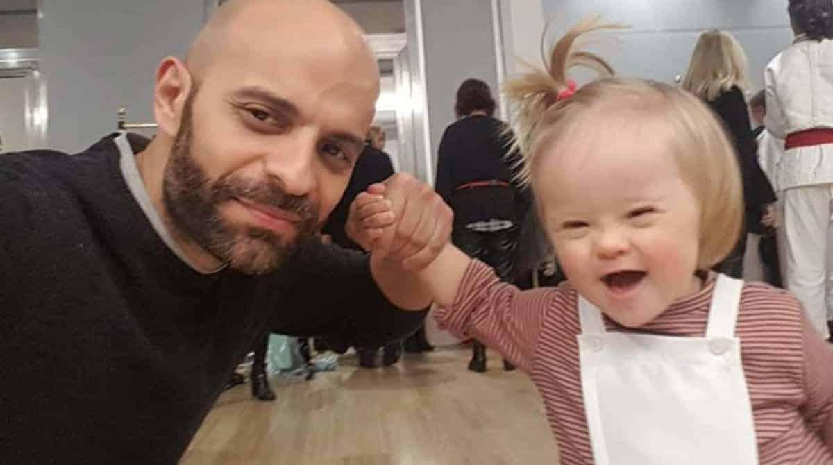 Pai solteiro adotou menina com Síndrome de Down