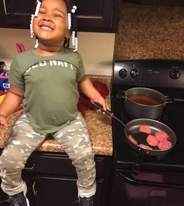 A menina foi diagnosticada com paralisia cerebral aos 2 anos