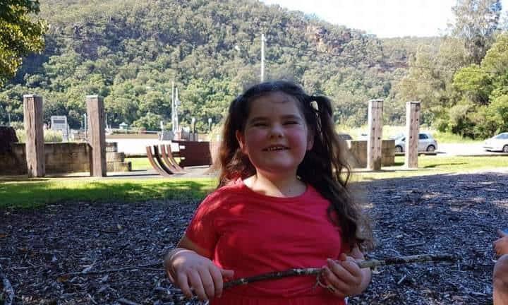 Emily aos cinco anos de idade