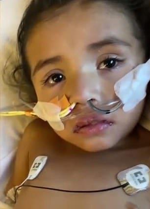 Menina Aliyah que foi hospitalizada após contrair o coronavírus