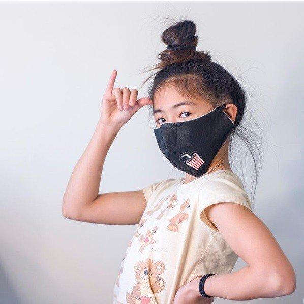 Essa é a segunda vez que a menina faz máscaras para doação