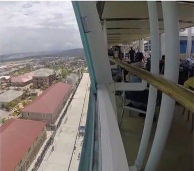 Imagem revela janela do cruzeiro quando a menina caiu