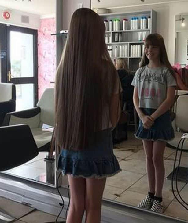 Menina depois do corte de cabelo