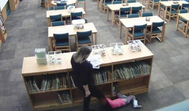 Quando a professora chutou a menina