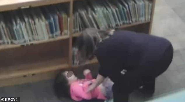 Professora foi muito agressiva com aluna