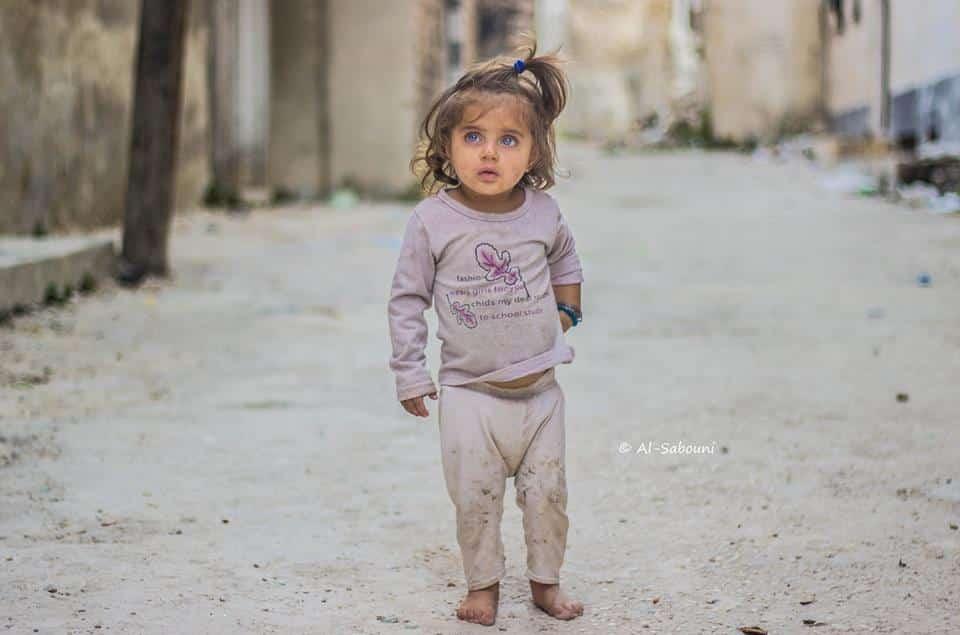 Os pais da menina síria continuam vivos