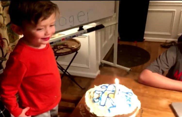 A festa de aniversário de 3 anos do menino contou com convidados virtuais