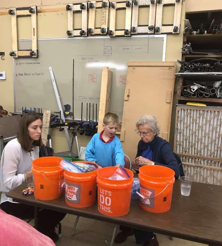 Toda a família do menino estava presente ajudando no dia da doação