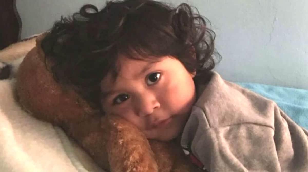 Este menino de quatro anos foi obrigado a viver com os pais abusivos