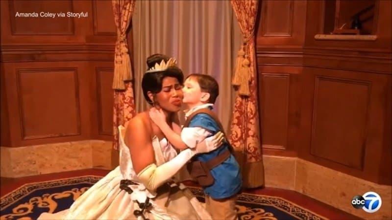 Esse menino com autismo deu um show de fofura na Disney