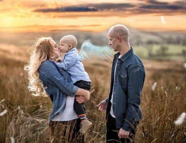 Uma linda foto de família, a mamãe Amber com seu filho Charle e seu marido Ben