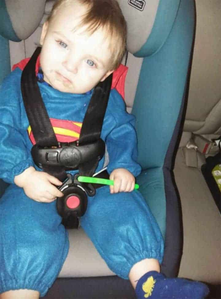 Este menino de dois anos, Noah Tomlin, desapareceu