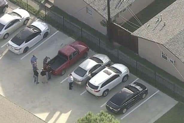 A polícia no local onde o menino de dois anos foi achado