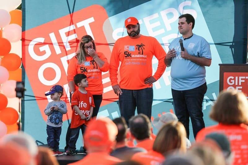 O menino e sua família aproveitaram a oportunidade para agradecer ao doador