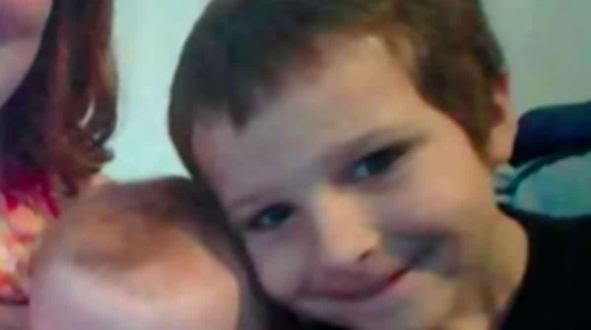 Menino acusado de tirar a vida de membros de sua família