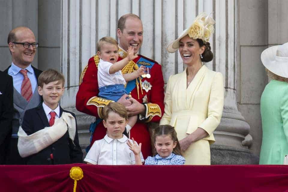 menino e familia real