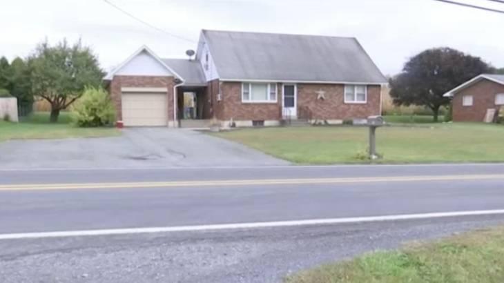 Casa que menino e irmã foram achados pela mãe