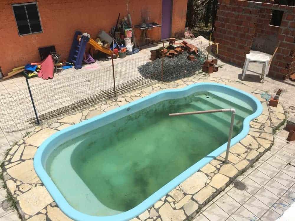 A piscina em que o aluno morreu