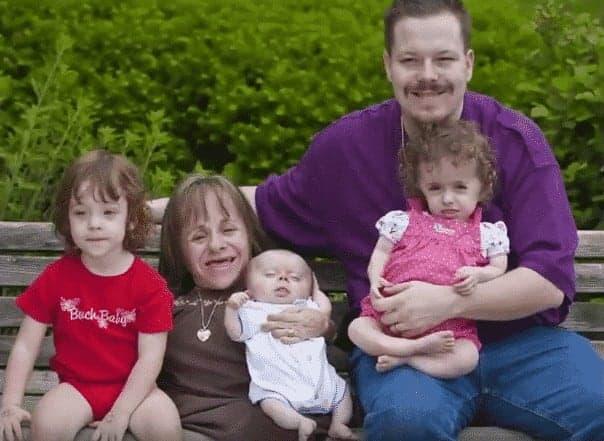 Stacy com sua família reunida nessa foto