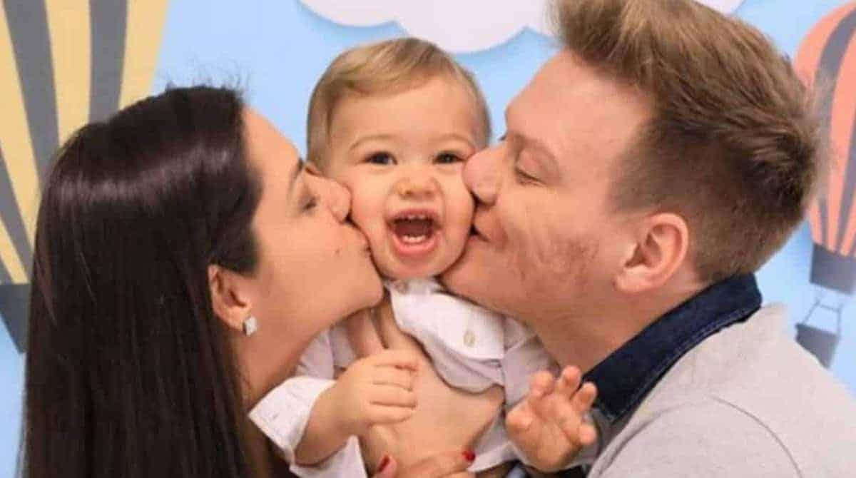 O fofo Teodoro com seus pais, Thaís Fersoza e Michel Teló